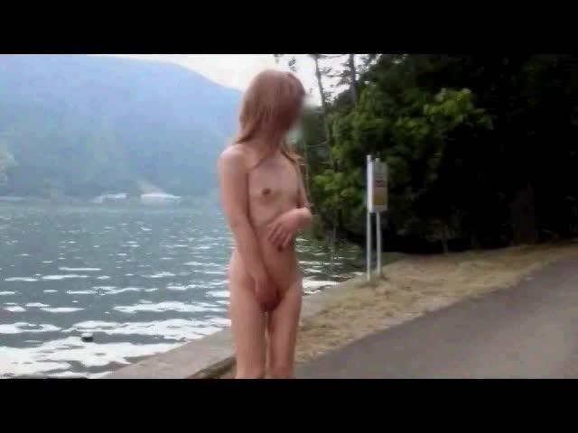 男娘動画 道路の真ん中を全裸歩行させられた